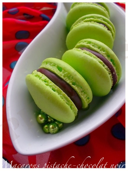 Macarons pistache-chocolat noir