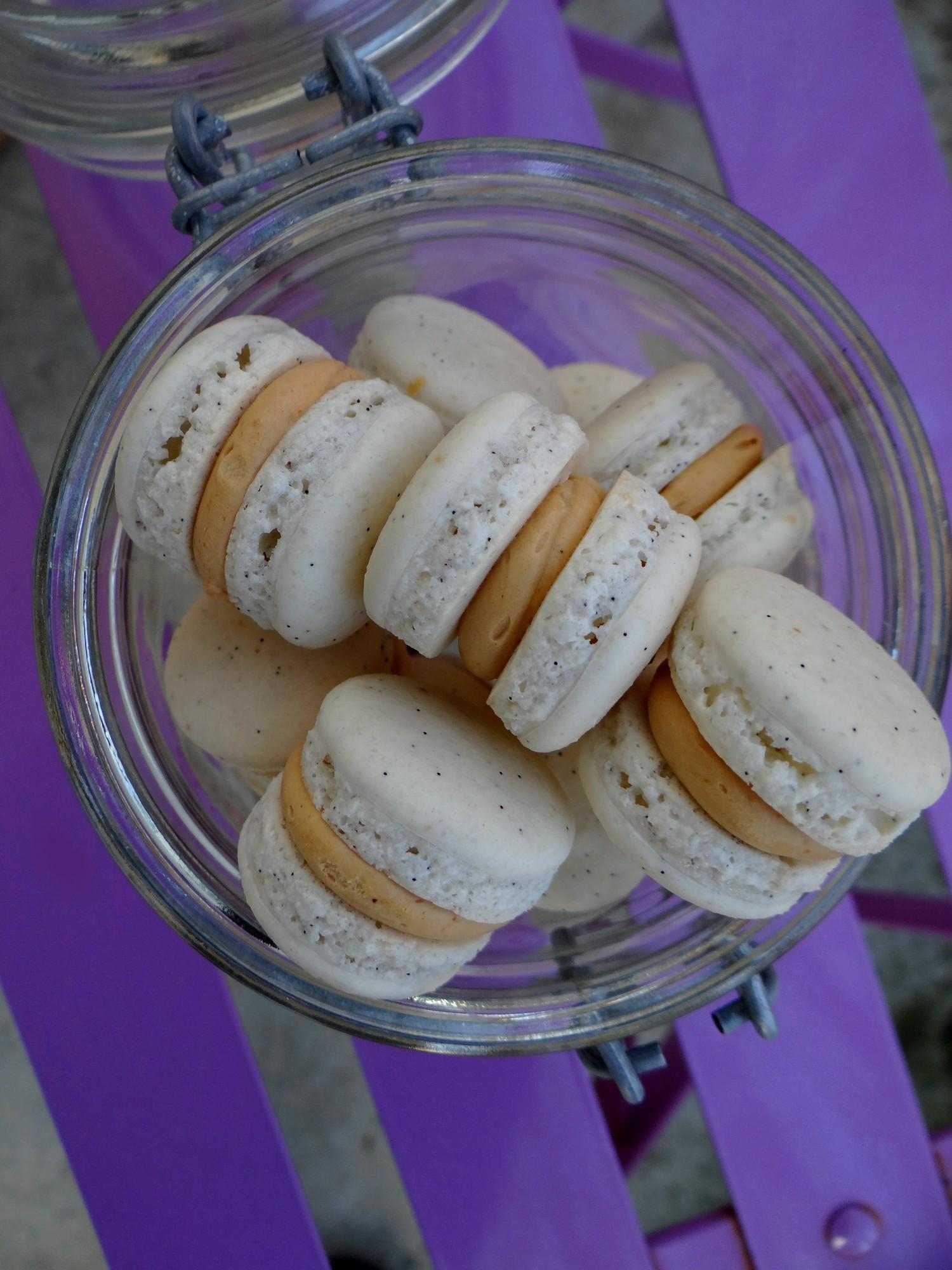 Mini-macarons tout doux vanille et caramel salé