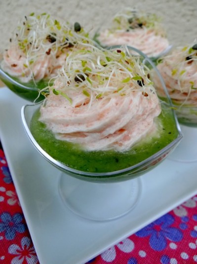 Mousse de saumon sur purée de concombre
