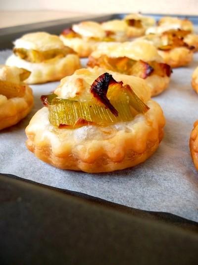 Mini tartelettes aux poireaux caramélisés et brie
